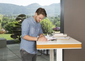 hoehenverstellbar-Schreibtisch-Stehpult